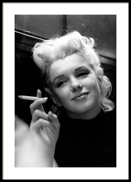 Marilyn Monroe Smoking Juliste ryhmässä Julisteet  / Iconic photos @ Desenio AB (11972)