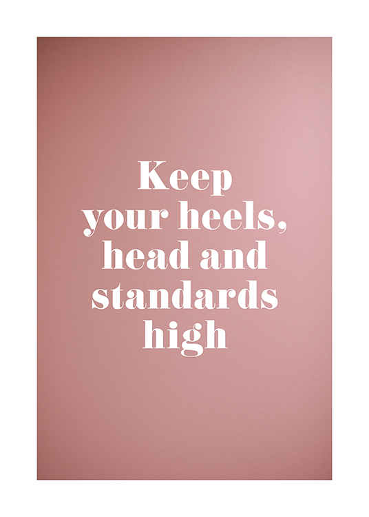 "– Sitaatti ""Keep your heels, head and standards high"" vaaleanpunaisella taustalla"